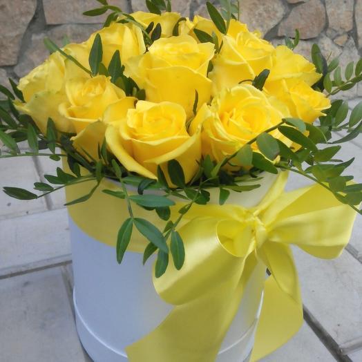 15 жёлтых роз в коробке