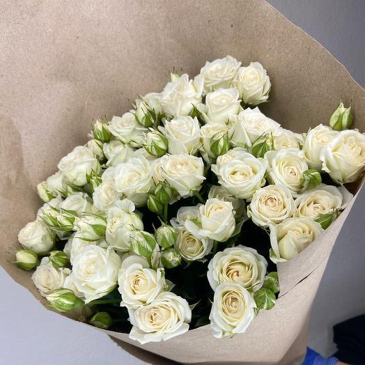 Букет из пышных кустовых роз «Нежность»