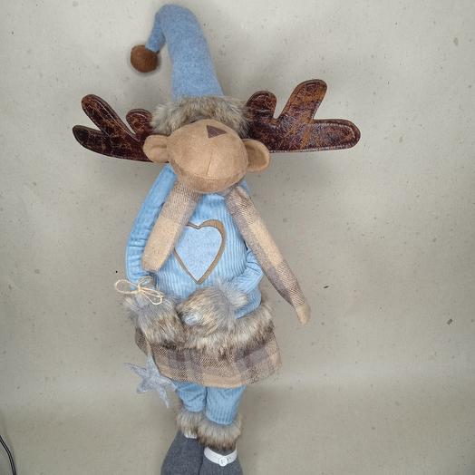 Лосик-девочка в голубом свитере