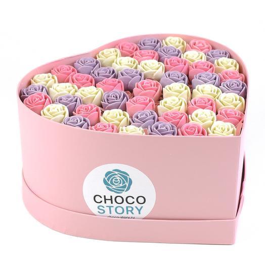 Закрытая шляпная коробка-сердце из 51 шоколадной розы ZS51-R-BRF