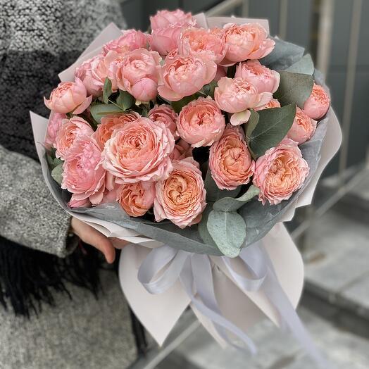 Букет Флорида из пионовидных кустовых роз