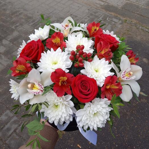 Микс роз с орхидеями