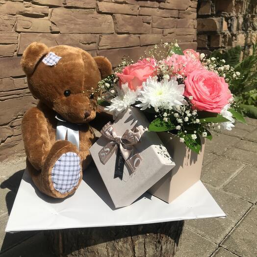 Цветы в коробке (Миша с подарком )