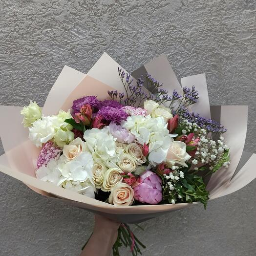Шикарный букет с пионами, гортензией и ассорти цветов