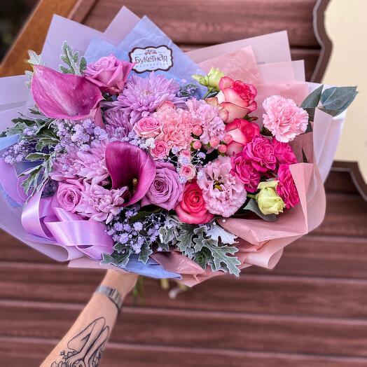 Букет с хризантемами, каллами, розами «Два желания»