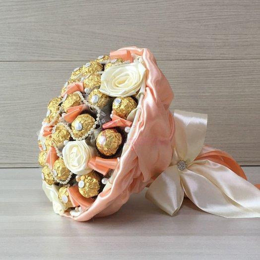 Букет из конфет Ferrero Rocher 31 кремовый: букеты цветов на заказ Flowwow