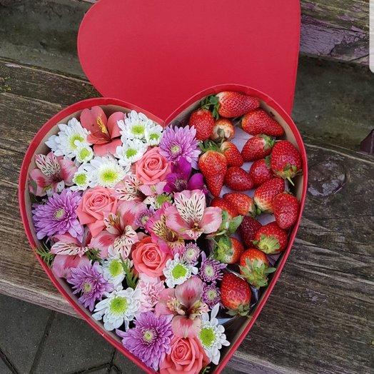 Коробочка Клубничная: букеты цветов на заказ Flowwow
