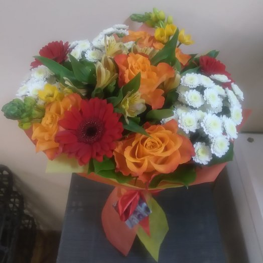 Яркий подарок: букеты цветов на заказ Flowwow