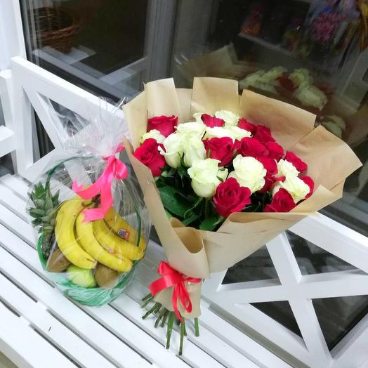 Букет роз+фруктовая корзина