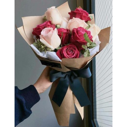 Букет из 11 роз в крафте