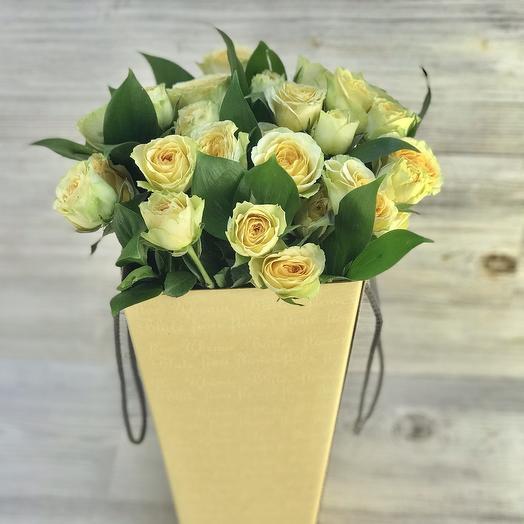Кустовые розы в конусе: букеты цветов на заказ Flowwow