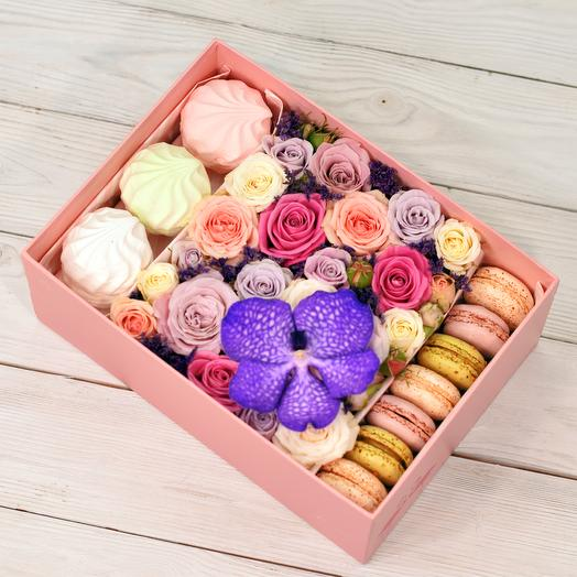 Коробка Lovely: букеты цветов на заказ Flowwow