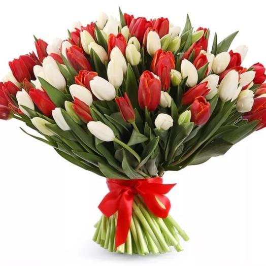 Букет из 101 красно-белого тюльпана: букеты цветов на заказ Flowwow