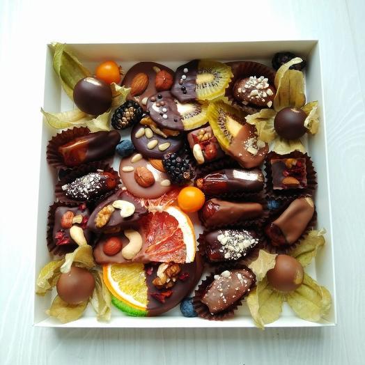 Сухофрукты в шоколаде: букеты цветов на заказ Flowwow