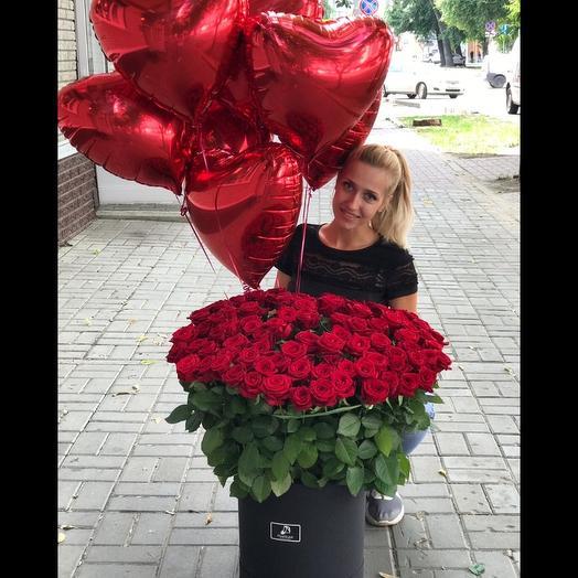 101 роза в коробке и 7 сердец