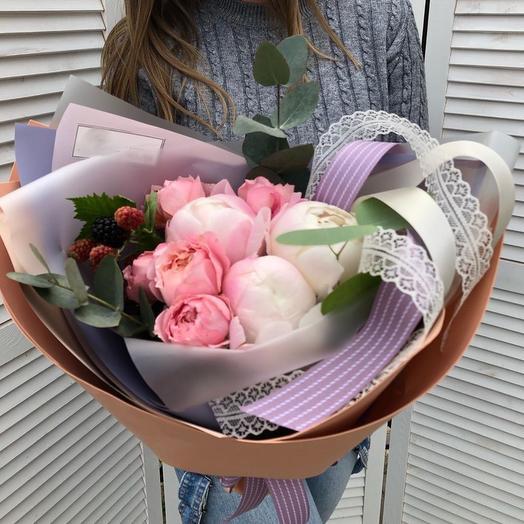 Ароматная пионовидная роза с нежнейшими пиончиками: букеты цветов на заказ Flowwow