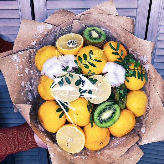 A bouquet of fruit