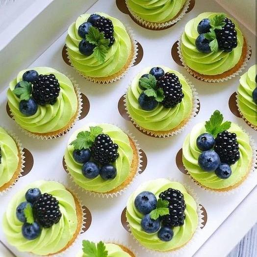 Кап-кейк с ягодами 12шт