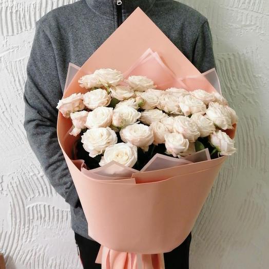 Белое облако кустовых роз