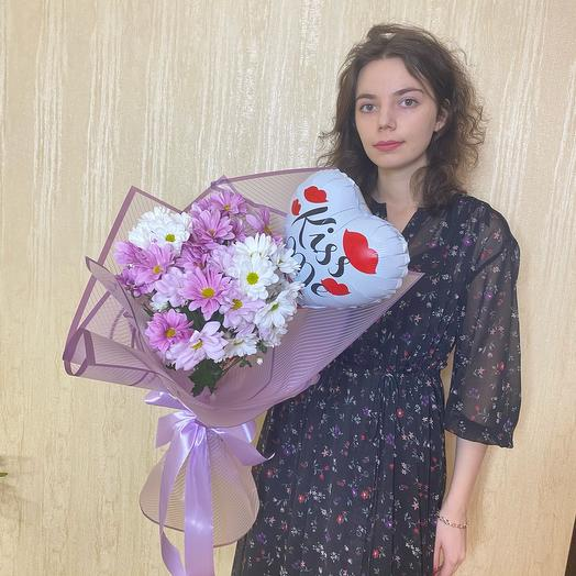 Букет из 5 хризантем и шарик-сердце