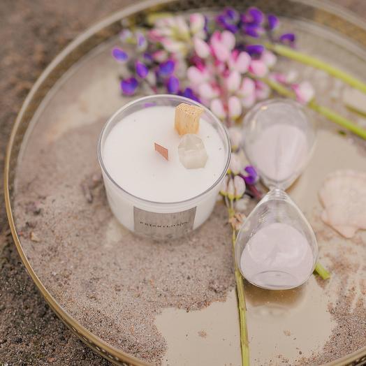 Соевая свеча с ароматом сосны и мяты и осколом натурального горного хрусталя