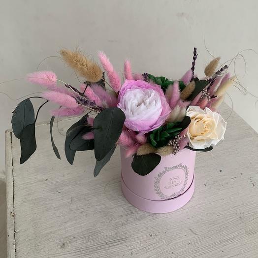 Букет стабилизированных роз зелени гортензии хлопка и лагуруса