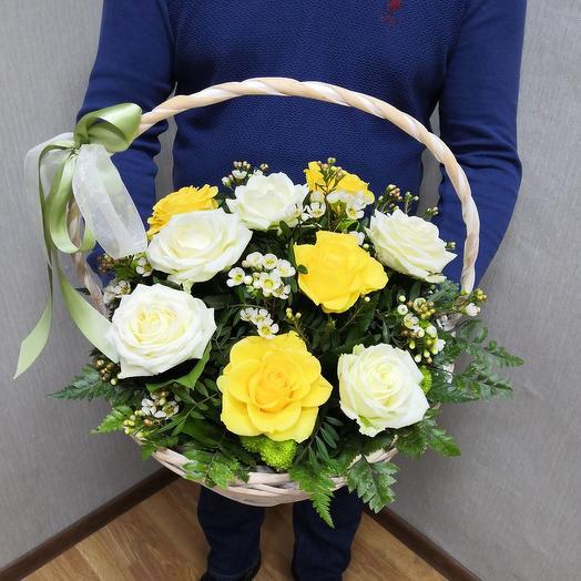 Корзина с цветамиу
