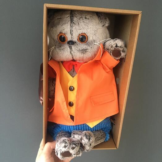 Басик оранжевом пиджаке