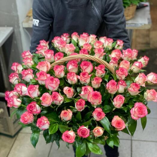 Корзина из 71 розы сорта Джумилия