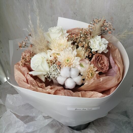 Букет Ранункулюса, Роз, Хлопока и Хризантемы