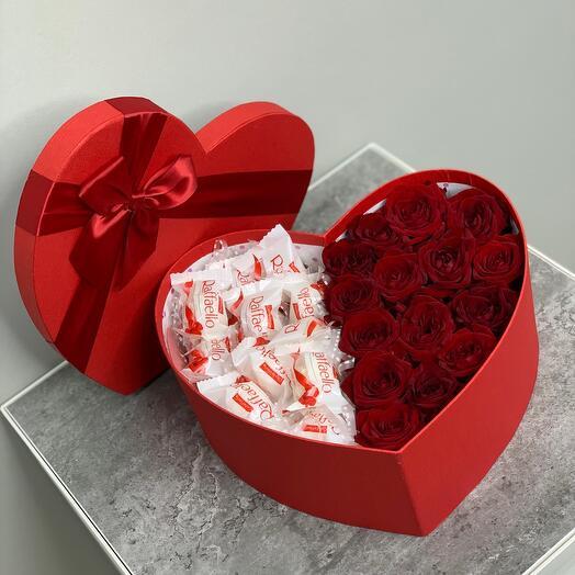 Красные розы в коробке (сердце)