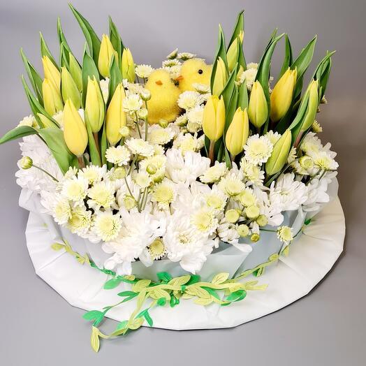 Композиция из 21 тюльпана и хризантем
