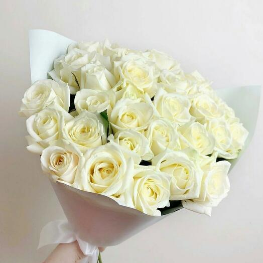 Белые розы 25шт