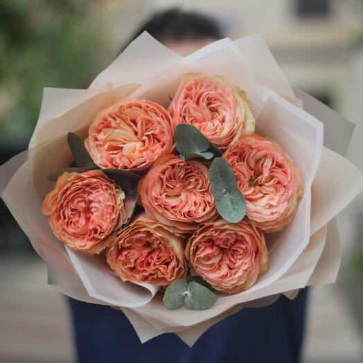 7 peony-shaped roses