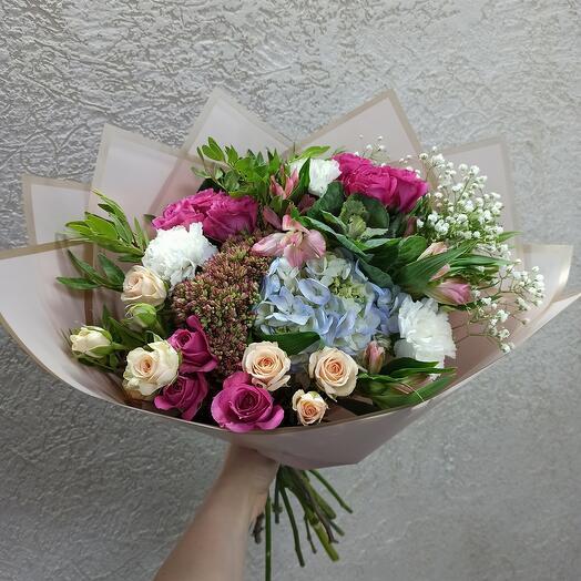 Оригинальный и стильный с красивыми цветами