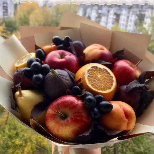Букет с фруктами ассорти