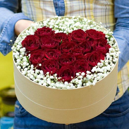 Коробка с цветами Влюбленнось: букеты цветов на заказ Flowwow