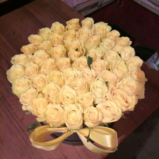 Шляпная коробка Maison Des F eurs 51 желтая роза: букеты цветов на заказ Flowwow