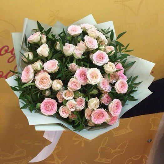 Букет Нежный поцелуй из кустовых роз Код 17096: букеты цветов на заказ Flowwow
