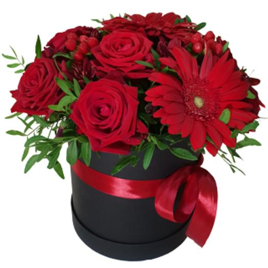 Коробка с розами и герберами: букеты цветов на заказ Flowwow