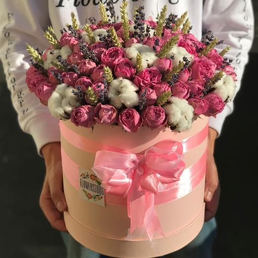 Коробки с цветами. Розы. Хлопок, Лаванда N279: букеты цветов на заказ Flowwow