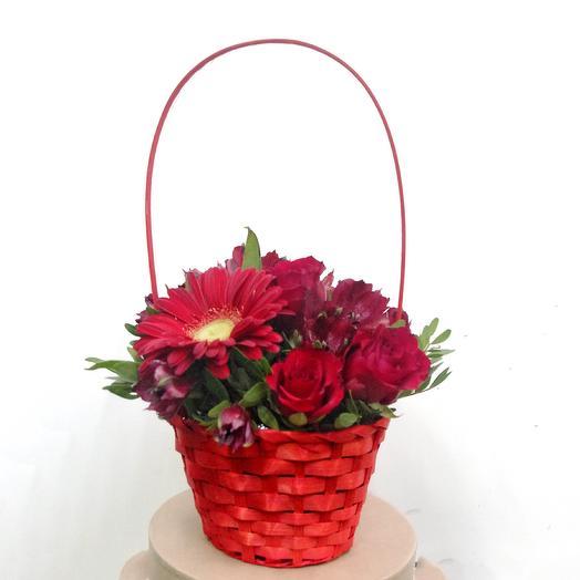 Mix: Композиция в плетеной корзинке: букеты цветов на заказ Flowwow