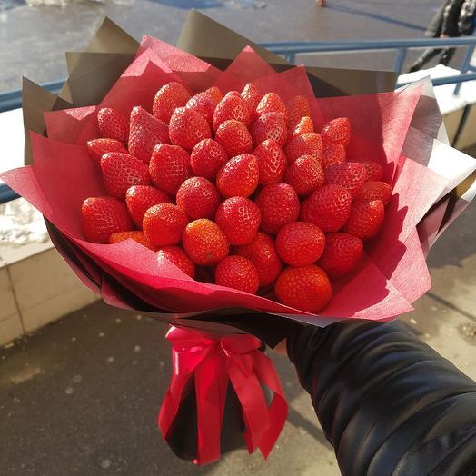 Букет из отборной клубники: букеты цветов на заказ Flowwow