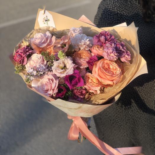 Яркий букет с необычным составом: букеты цветов на заказ Flowwow