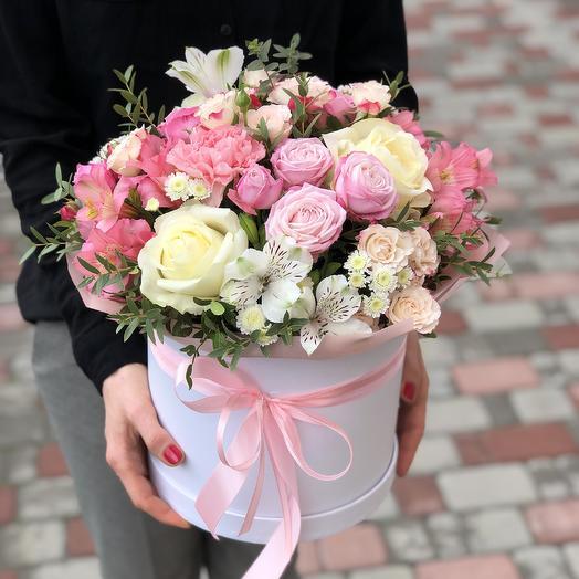 Нежная цветочная композиция с розами Бомбастик