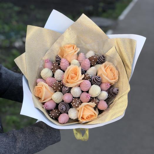 Клубничный букет с розами: букеты цветов на заказ Flowwow
