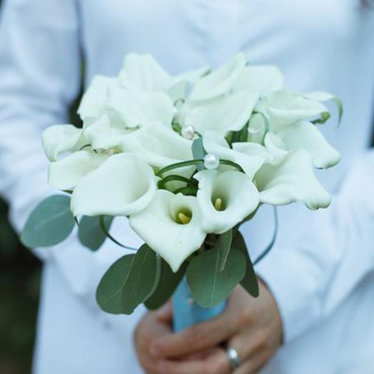 Благородные каллы: букеты цветов на заказ Flowwow