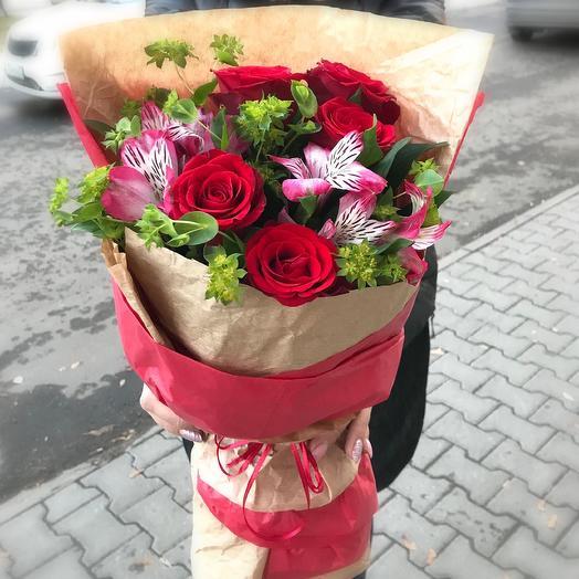 Альстромерия и розы