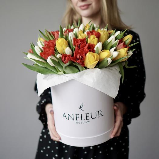 Микс голландских тюльпанов в шляпной коробке размера L