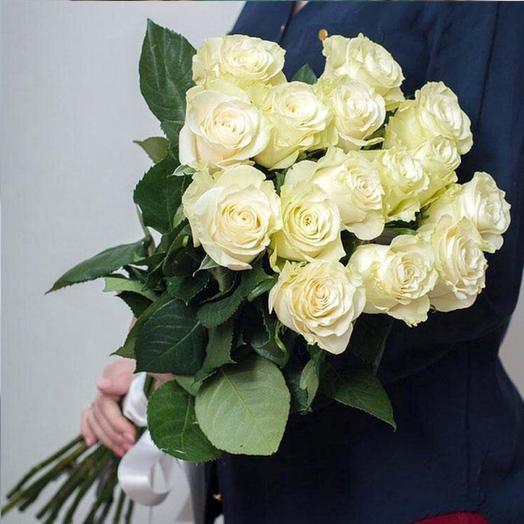 15 белых пионовидных роз